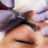 What are the risks of tattooing eyes?